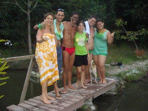 Grupo de visitantes da aldeia