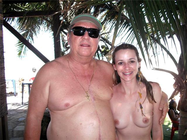 O prefeito prestigiando a praia de Tambaba