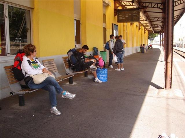 Esperando o trem na estação
