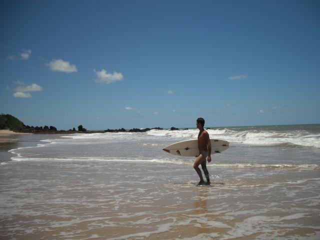 Prai procurado pelos surfistas naturistas