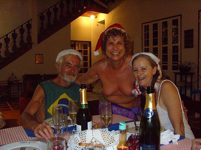 O espiríto natalino estampado no sorriso dos anfitriões