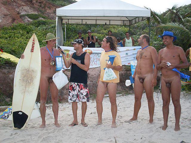 A entrega dos troféus aos participantes do evento