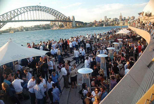 O final de tarde é uma festa na baía de Sydney