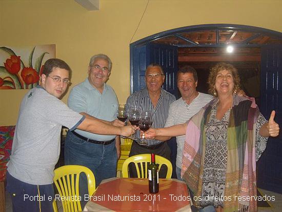 Brindando o encontro com vinho especial da adega do Márcio
