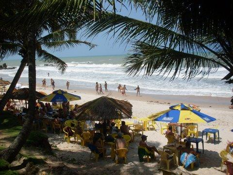 Praia lotada de naturistas de todos os lugares do Brasil e do mundo