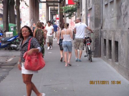 Ceir percorrendo as ruas de Bologna junto com o grupo