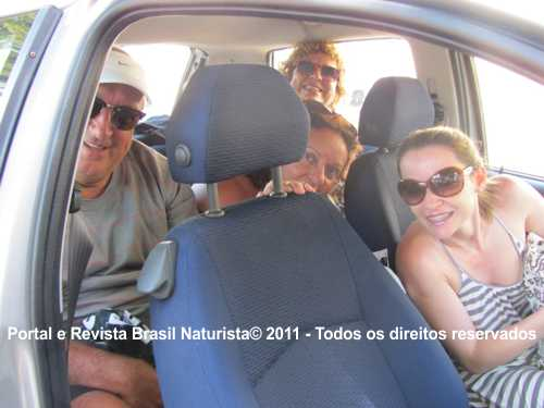 Carina dirigindo o carro na Itália