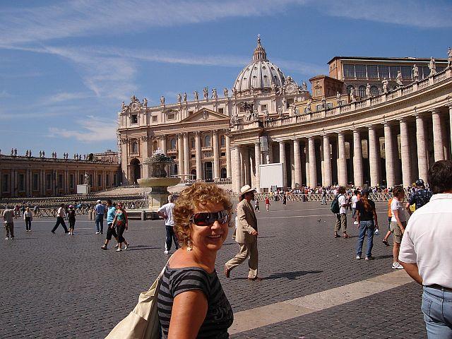 No Vaticano esperando na fila para agradecer pelo sonho realizado