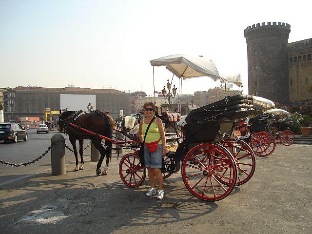Visitando um castelo medieval em Napoli