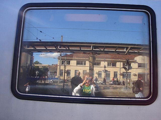 Senhores passageiros queiram embarcar no trem