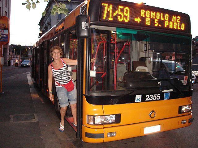 Descendo do ônibus na cidade dos meus sonhos Milão
