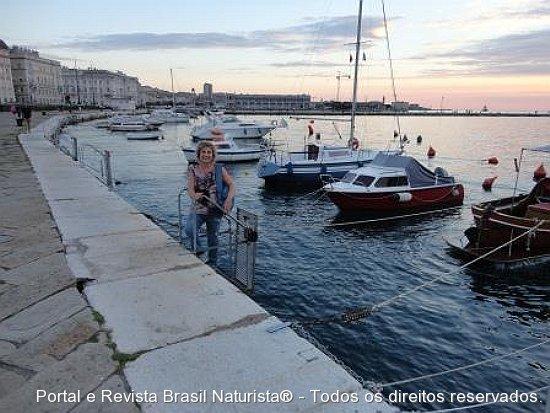O belo por-do-sol de Trieste/Italia