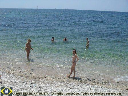 No mar transparente em Solaris/Croácia