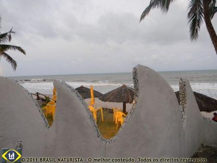 O muro em forma de ondas