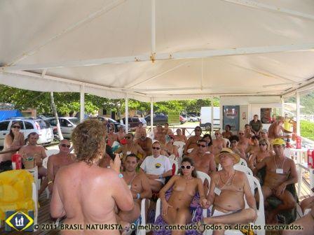 Falando sobre o blog para uma platéia de naturistas na praia do Pinho/