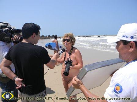 Falando a TV filiada da Globo na Paraíba sobre a cobertura fotografica que eu estava fazendo do IV Tambaba Open de Surf