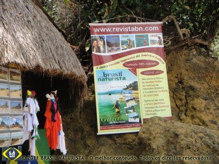 Banner exposto na entrada da praia naturista de Tambaba