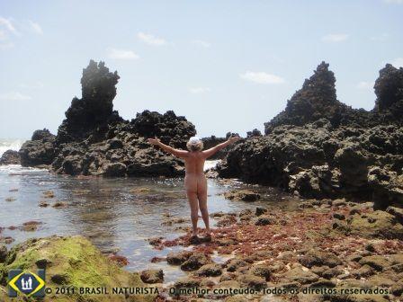 As piscinas naturais com a maré baixa em Tambaba