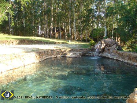 A piscina de pedra aproveitamento de pedras retiradas do proprio local