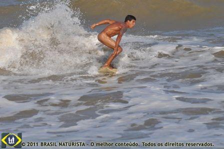 Muito equilibrio para surfar nu
