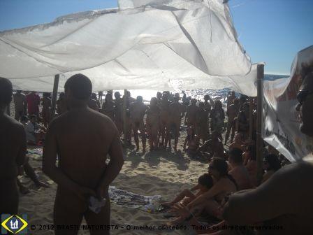 E o vento levantava a tenda e levava a voz naturista para mares distantes, nunca antes navegados