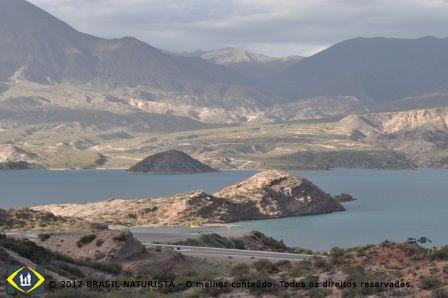 Região dos lagos que se formam do derretimento das geleiras dos Andes