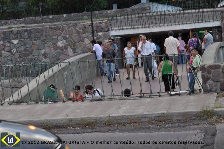 O povo em Mendonza/Argentina olhando admirado os motor homes