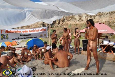 René Rojas presidente da Associação Naturista do Chile dando boas vindas a todos os presentes