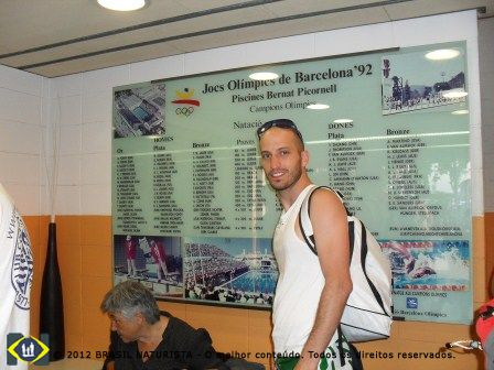 Participando de um encontro naturista  semanal na piscina olímpica de Barcelona