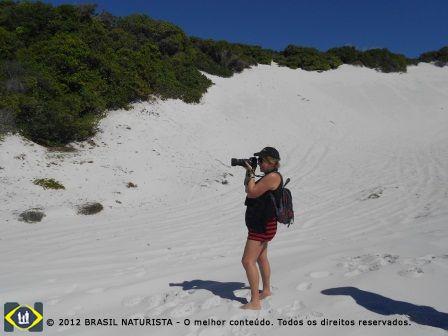 As maravilhosas dunas brancas que margeiam o rio e o mar de Massarandupió/Bahia
