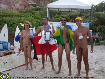 Nas comemorações do open de surf em Tambaba/PB as cangas como bandeiras