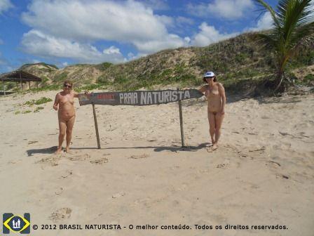 Estamos na beira do mar da praia naturista