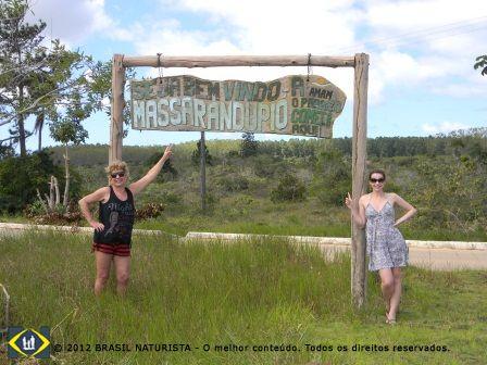 Entrada para o vilarejo de Massarandupió/Entre Rios/Bahia