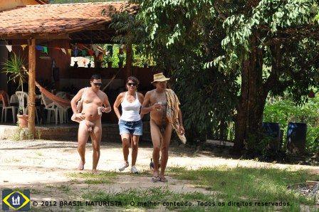 O casal Waldo e Marisa aconpanhados pelo Marcelo na visita a Ecovila da Mata