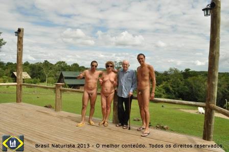 Apreciando do deck da sede social do clube a paisagem, rodeado por Celso, Marcelo e eu.