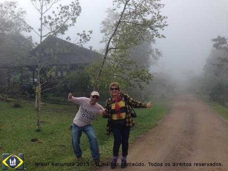 Eu e Marcelo enfrentando a neblina para tomar o café da manhã...