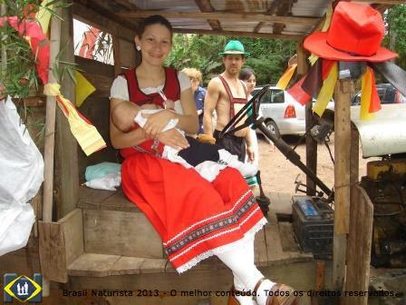 Mini Oktoberfest na Colina: uma pausa para amamentar seu filho