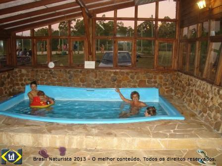 Na piscina térmica do centro de relax...