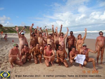 Encerramento do II ENNN na praia naturista de massarandupió na Bahia