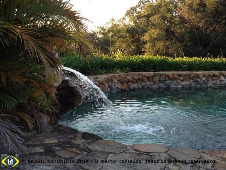 Local para relaxar na piscina de pedras...