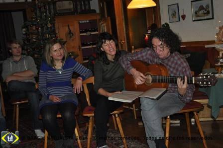 Com o melhor dos acompanhamentos voz e violão...