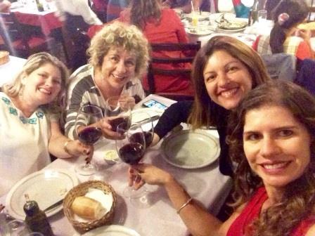 As melhores amigas de quarto, jantando no restaurante Spagueto. Foto: Laira Curado