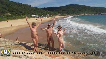 Alegria de desfrutar um banho de mar num dia ensolarado...